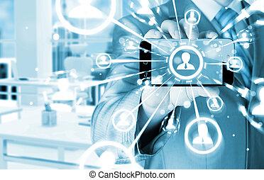 Mano sosteniendo un teléfono muestra la red social