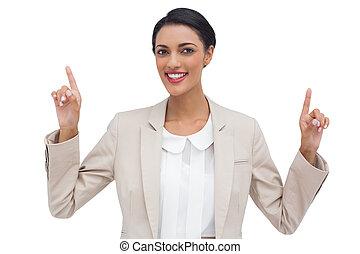 manos arriba, sonriente, mujer de negocios