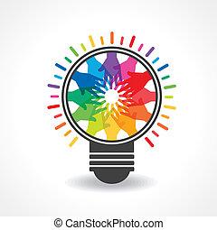 Manos coloridas hacen una bombilla