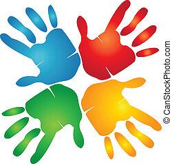 Manos de trabajo en equipo alrededor del logotipo colorido