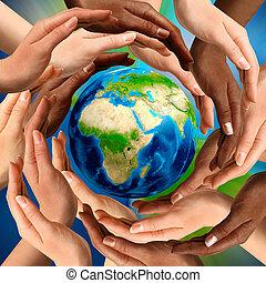 Manos multirraciales alrededor del mundo