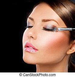 Maquillaje aplicado. Cepillo de sombra