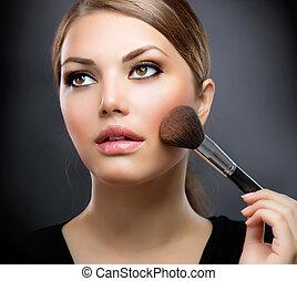 Maquillaje. Aplicando maquillaje. El maquillaje perfecto