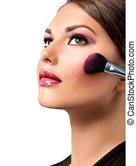 Maquillaje. Maquillaje aplicado. Rojo. Blusher