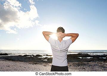 mar, manos, hombre, cabeza, mirar atrás
