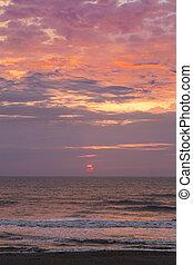 Mar Melancólico a la salida del sol