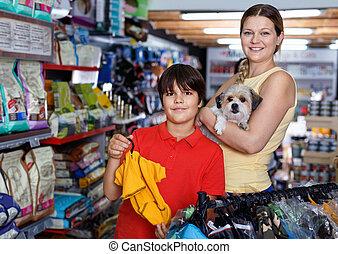 mascota, tienda, su, escoger, niño, madre, ropa, perro, adolescente, suministros, perrito