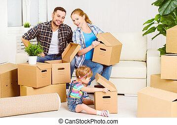 Me mudo a un nuevo hogar. Familia feliz con cajas de cartón