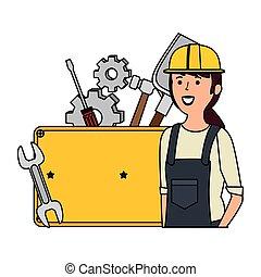Mecánico femenino joven con herramientas