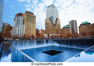 Memorial 911 con hermosos edificios, Nueva York