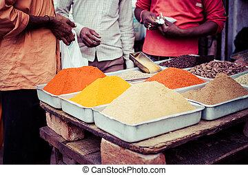 Mercado tradicional de especias en la India.
