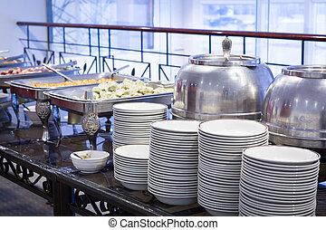 Mesa de Buffet con vajilla