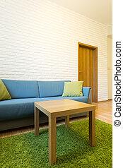 Mesa de café y sofá cómodo