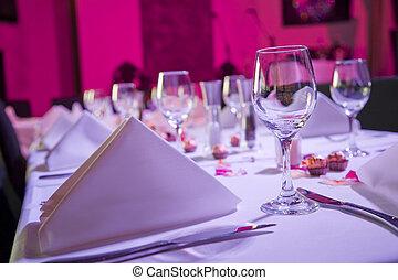 Mesa vestida para la boda