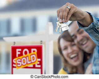 mezclado, propiedad, señal, pareja, carrera, frente, verdadero, llaves, vendido, casa