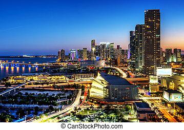 Miami en el centro por la noche
