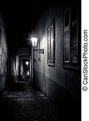 Misterioso callejón con linternas