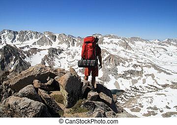 mochilero, montaña