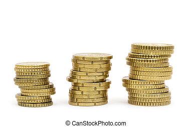 Monedas de oro aisladas en fondo blanco