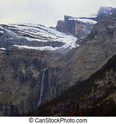 montaña, cascada