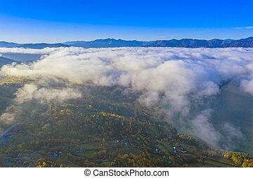 montaña, encima, niebla, nubes, valle