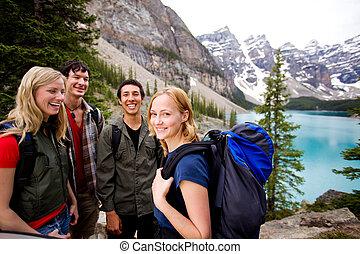 montañas, amigos, campamento