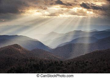 montañas azules, crepuscular, rayos, caballete, escénico, appalachian, viaje, nc, destino, occidental, cerros, luz, norte, parkway, carolina