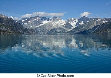Montañas del parque nacional de la bahía glaciar, Alaska