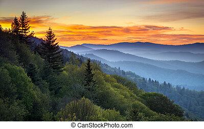 montañas, grande, dominar, cherokee, escénico, ahumado, nc, parque, gatlinburg, tn, salida del sol, entre, oconaluftee, nacional, paisaje