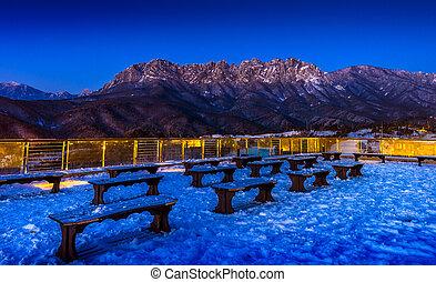 Montañas Seoraksan en invierno, Corea del Sur.