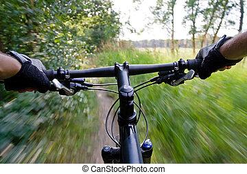 Montando en bicicleta
