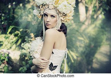 Morena bonita en el bosque tropical