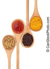 Mostaza, pepinillo y salsa