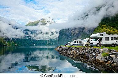 Motorhomes en el campamento noruego