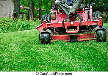 Moviendo la hierba