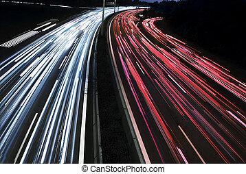 Mucho tiempo de exposición a luces de tráfico en la autopista