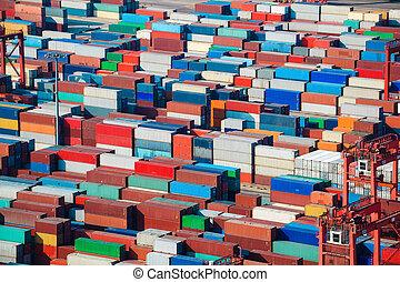 Muchos contenedores de carga