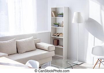 Muebles contemporáneos y atmósfera hogareña en el apartamento