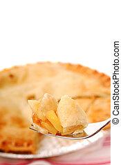 Muerde de pastel de manzana en un tenedor