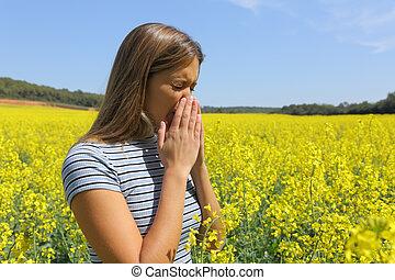 mujer, amarillo, alérgico, campo, toser