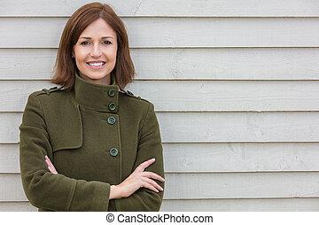 Mujer atractiva de mediana edad