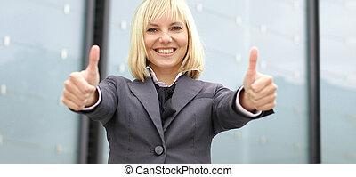 Mujer atractiva de negocios