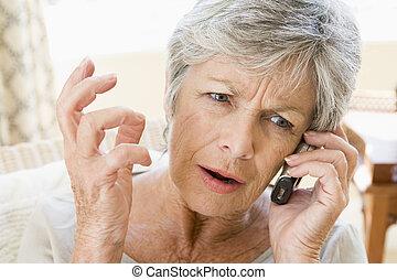 mujer, ceñudo, teléfono, dentro, celular, utilizar