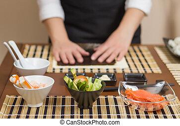 Mujer chef lista para preparar rollos de sushi japoneses