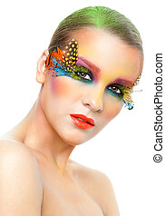 Mujer con pestañas postizas maquilladas