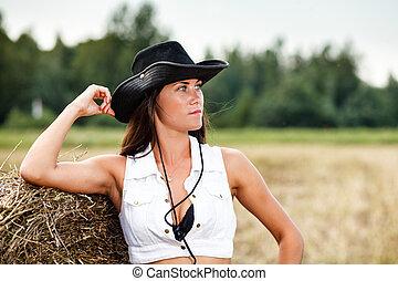 Mujer con sombrero de vaquero.