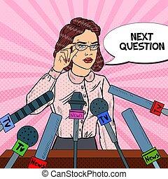 Mujer confiada dando conferencia de prensa. Entrevista de medios de comunicación. Ilustración de vector de arte pop