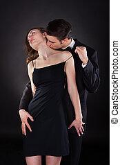 mujer, cuello, el quitar, correa, mientras, besar, vestido, hombre