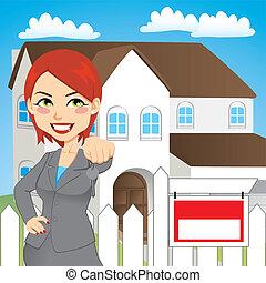 Mujer de bienes raíces