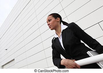 Mujer de negocios ambiciosa